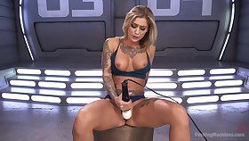 Blonde hottie amazes by how amenable she can masturbate
