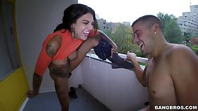Tattooed pornstar Bonnie Rotten giving a nice blowjob in HD