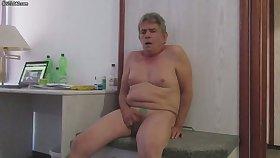 Fat slut with boobs masturbating